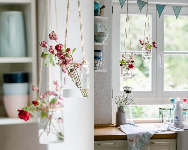 Weekendflowers, Schneebeere und Rosen, Pomponetti