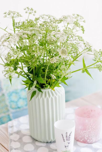 Von Unkraut- Upcycling, Regaldeko und tierischen Nachbarn, Pomponetti,Giersch als Wildblumenstrauß