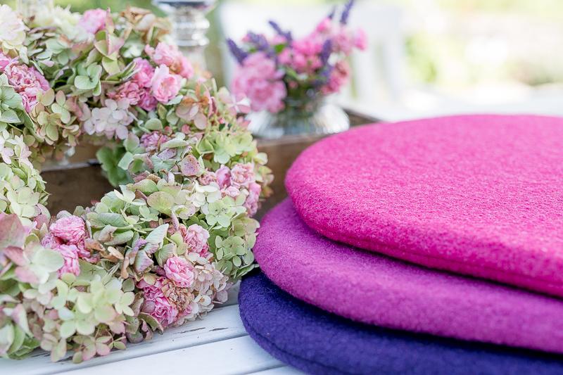 Spätsommer und erste Herbstfarben oder Hortensienkranz 2017, Pomponetti, Sitzkissen für Eames