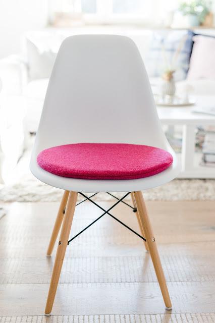 Sitzkissen für Eames in Beerentönen, Pomponetti