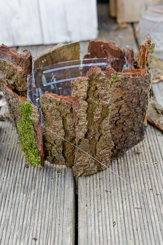 Friday Flowerday und dekorative Vase aus Rinde, DIY
