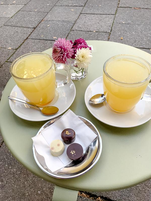 Blumen aufs lange Wochenende und ein neues kleines Café in München, Götterspeise München
