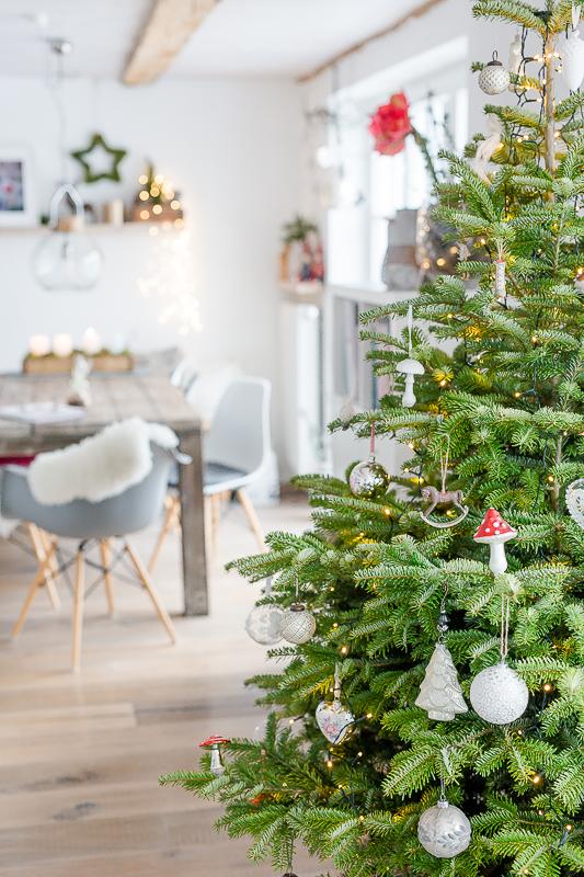 Vorweihnachtszeit, Christbaum, Kiste für den Christbaum selbstgemacht, DIY Pomponetti