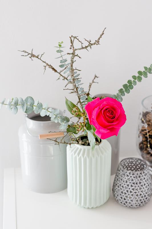 Friday Flowerday, Weihnachtsdekoration, Pomponetti, Rose mit Eukalyptus, Rosen weihnachtlich arrangiert