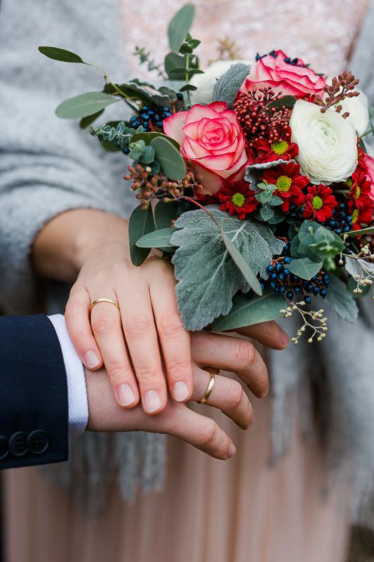 Romantische Winterhochzeit im Dezember, Pomponetti, Brautpaarshooting