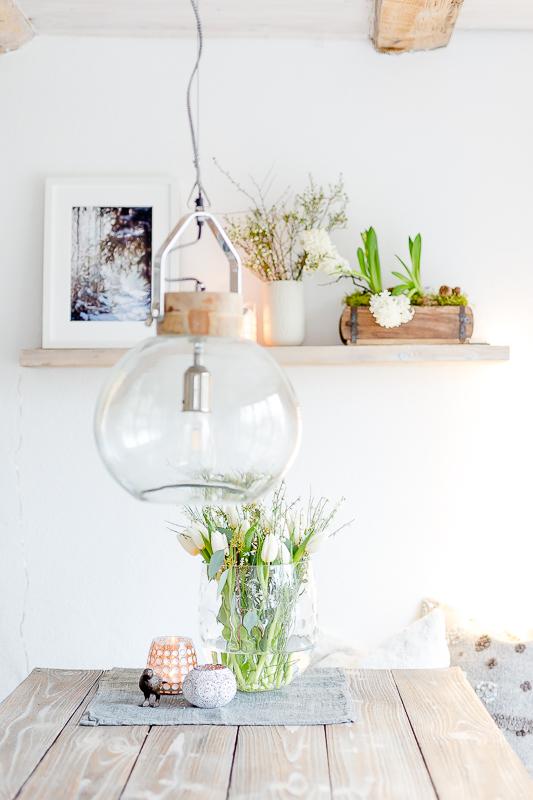Weiße Tulpen mit Ginster und Eukalyptus zum Wochenende, Pomponetti, Friday Flowerday