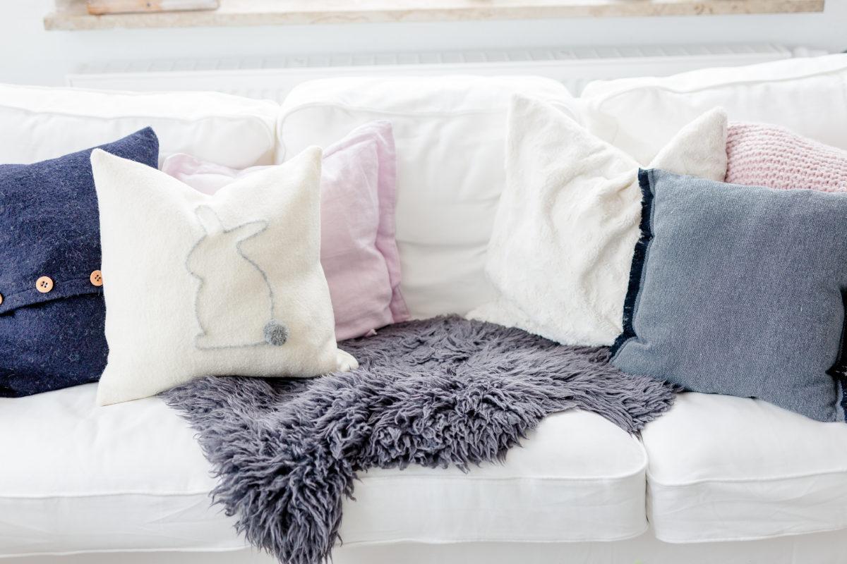Osterdeko einfach selbermachen, Kissen mit Hase DIY, Pomponetti