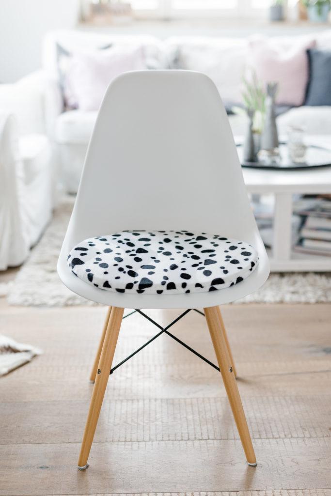 Sitzkissen für Eameschair im Dalmatinerlook, Pomponetti Interior, Etsy