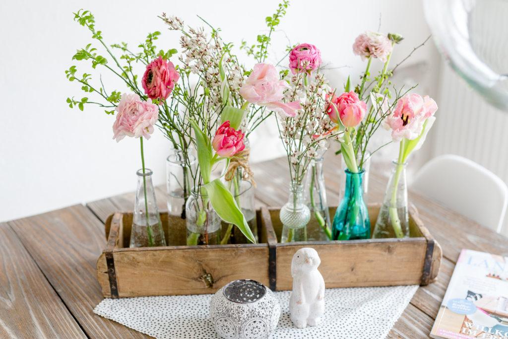 Blumen für den Geburtstagstisch, Frühling für die Tischdekoration, Pomponetti