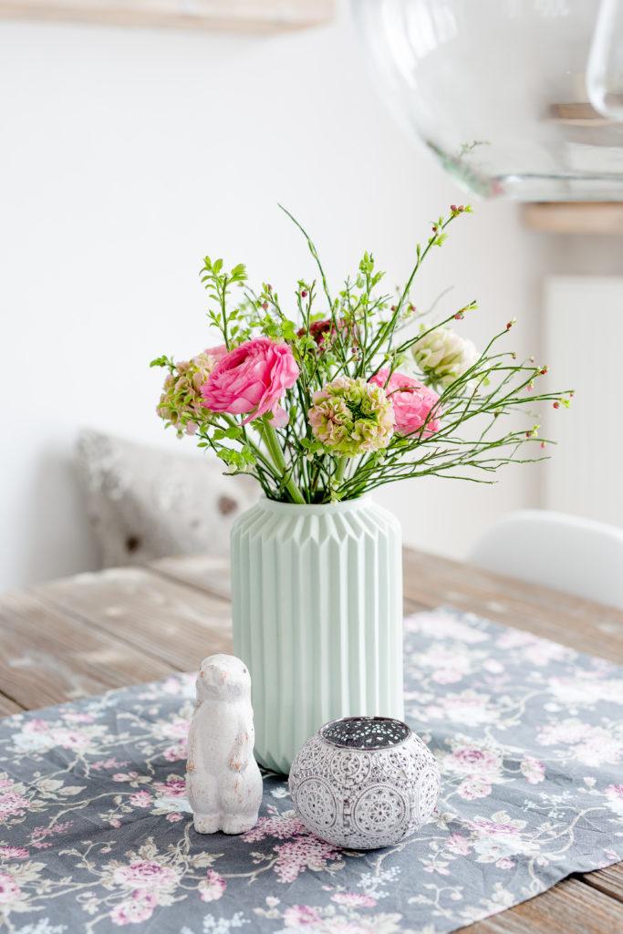 Ostern im Regal, Freitagsblümchen, Pomponetti