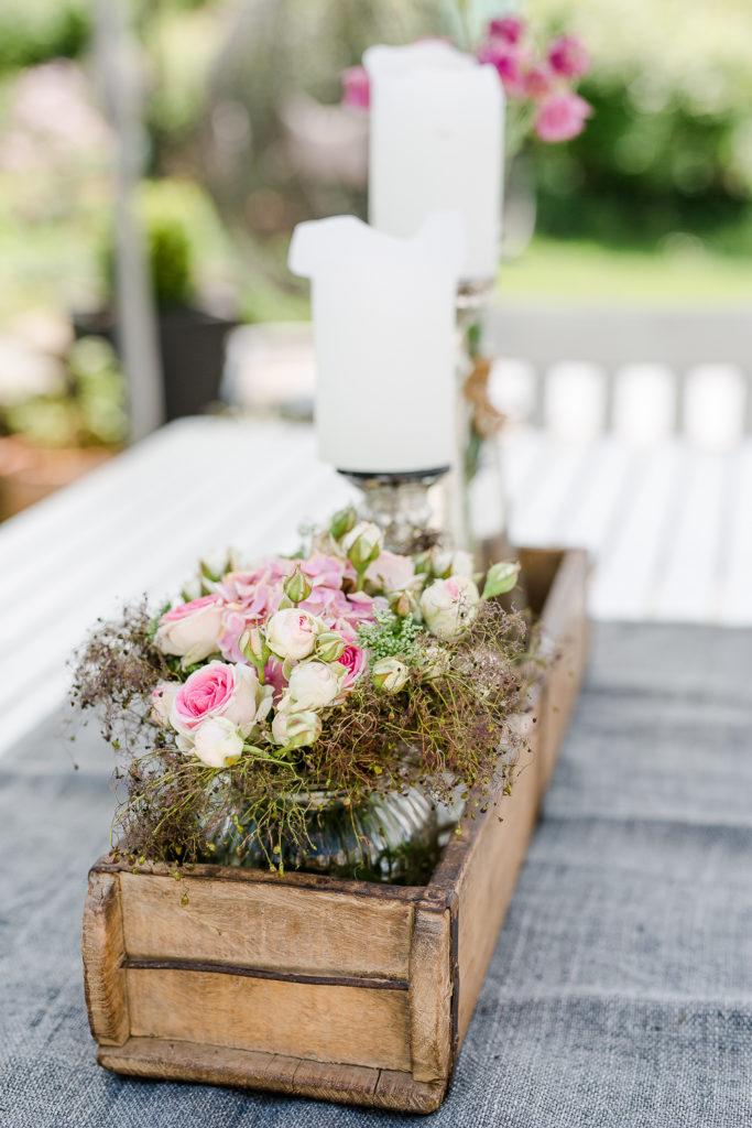Romantische Blumendeko in der Holzziegelform, Pomponetti