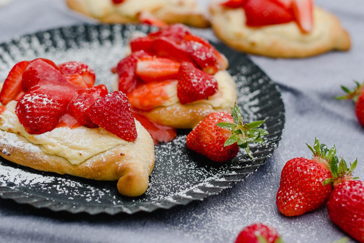 Start in die Erdbeersaison, Pomponetti, Erdbeerfladen