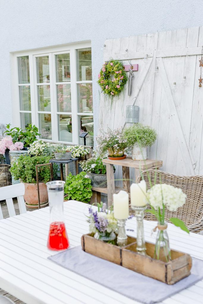 Blumendeko und Kranz aus Sommerblumen, Pomponetti