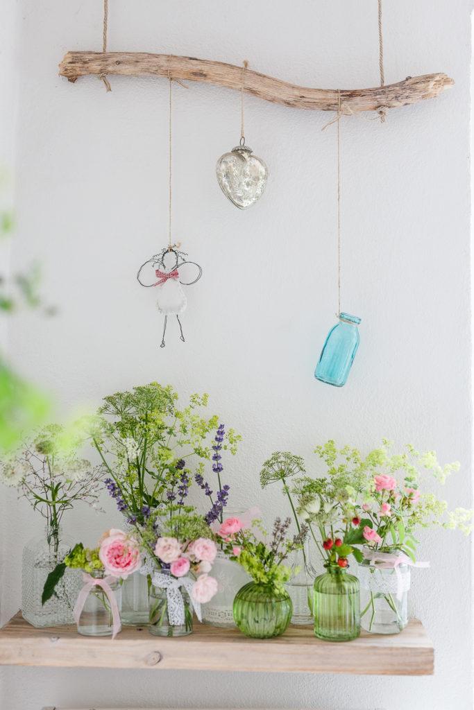 Einzelvasen mit Sommerblumen, Pomponetti