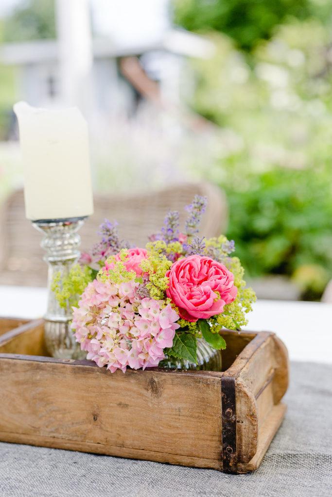 Holzziegelform mit Blumendekoration, Pomponetti