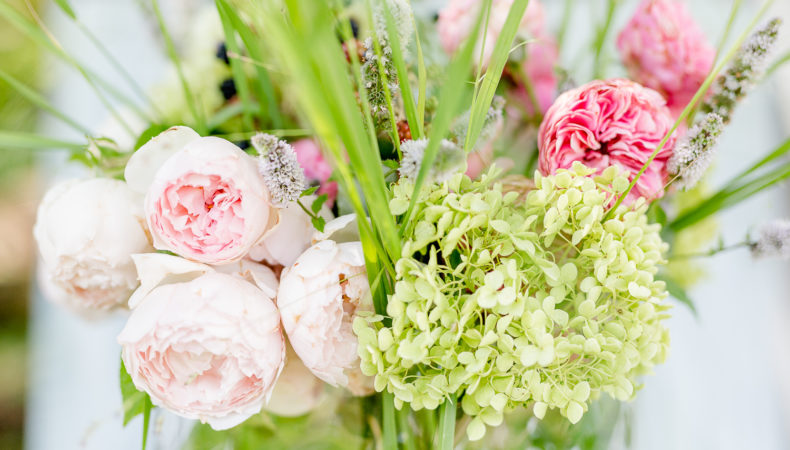 Ideen für Blumendeko oder Blumen arrangieren auf die lässige Art