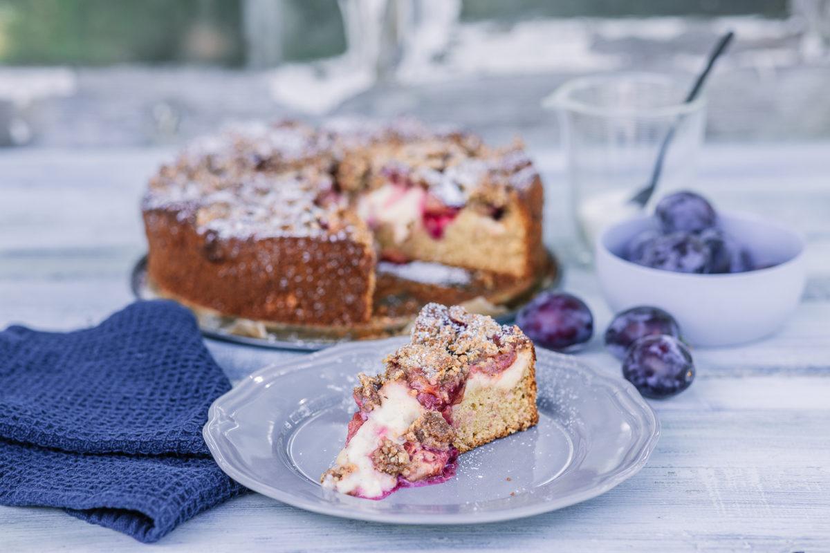 Pflaumenkuchen mit Vanille und Haselnussstreuseln, Pomponetti