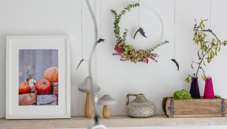 Halloweendeko light mit Fledermaus, Blumenkranz und Co
