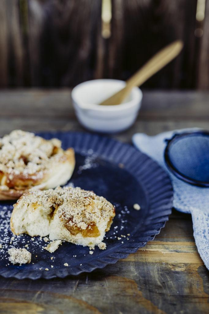 Norwegische Zimtschnecken mit Bratapfel und Streuseln, Pomponetti