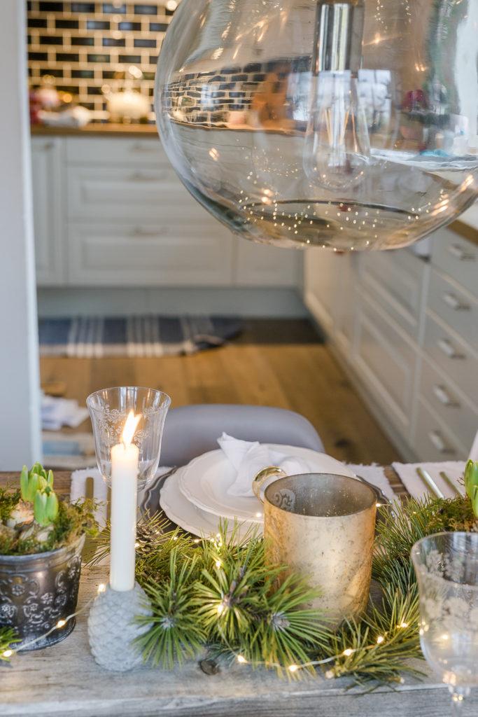 Weihnachtliche Tischdekoration zu Heiligabend, Pomponetti