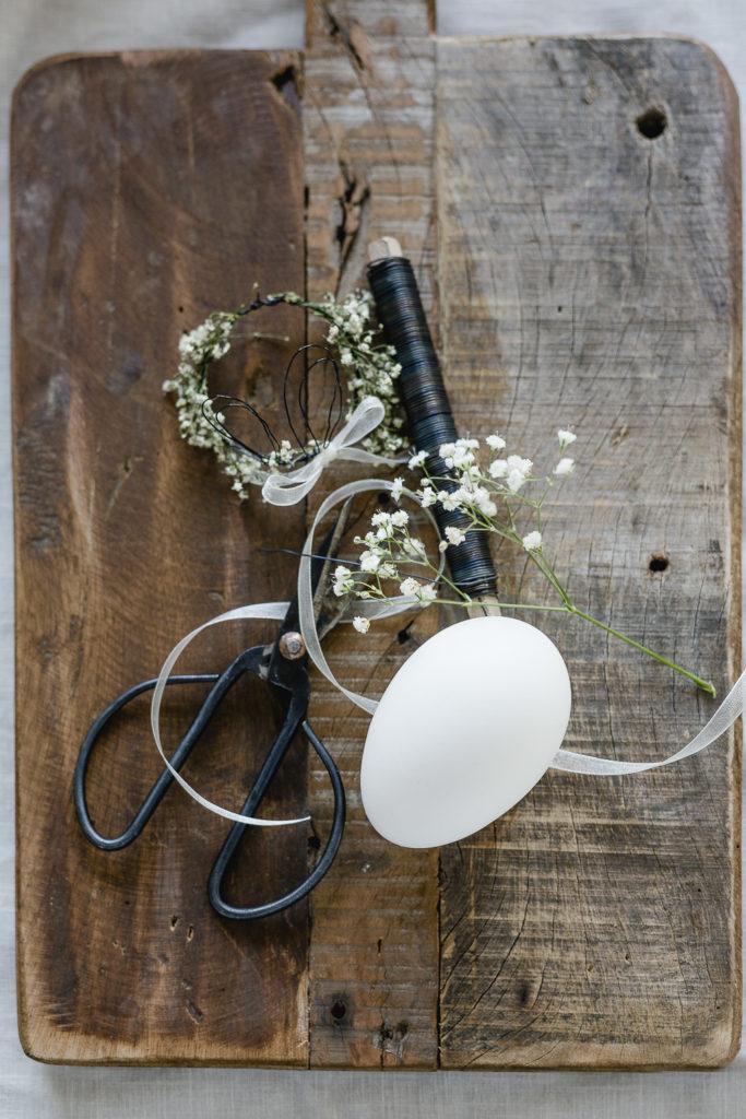 Frühlingsanfang mit Hasenohren-DIY aus Draht, Pomponetti