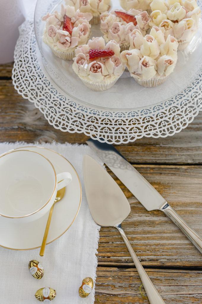 Cappuccino und leckere Cupcakes zu Ostern, Pomponetti