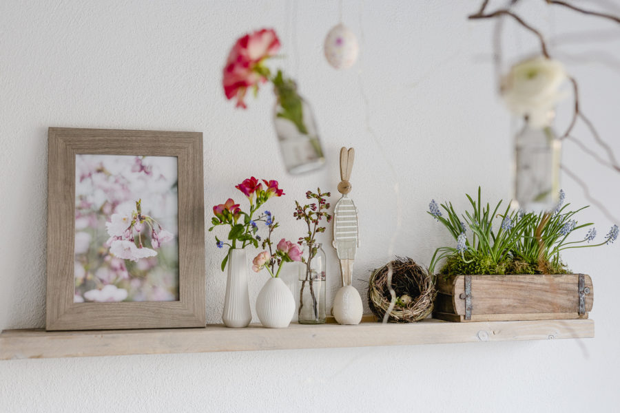 Frühlingsglück mit Papagaeientulpen und Apfelblüte, Pomponetti