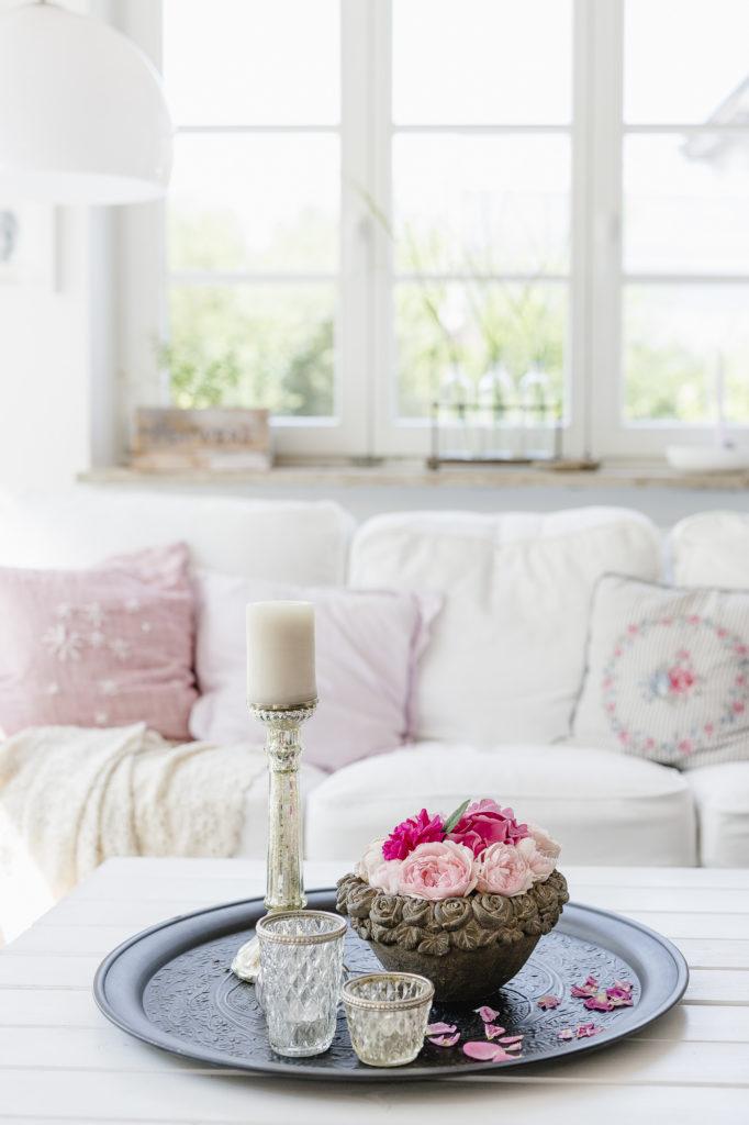 Wohnzimmer und Rosengesteck, Pomponetti