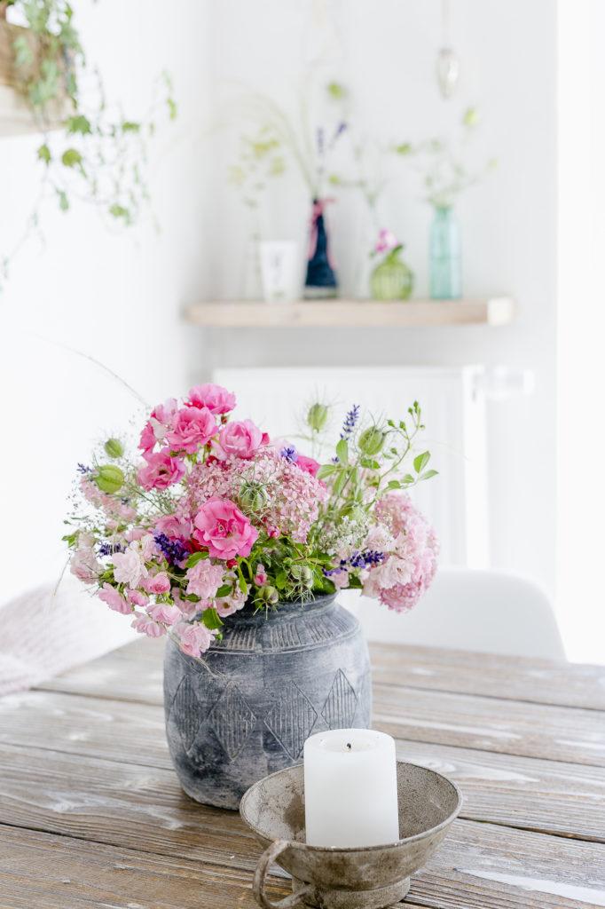 Die besten Blumen aus dem Garten für Sommersträuße