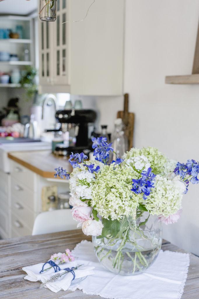 Wochenendblumen, Anabelle mit Rittersporn, Pomponetti