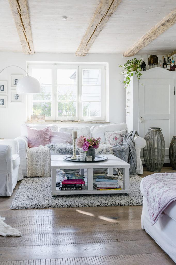 Wohnzimmer mit rosa Strauß, Interiorimpression, Pomponetti