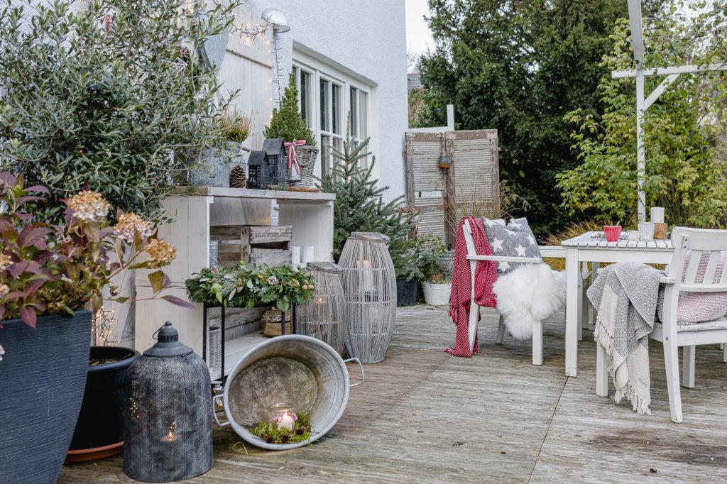 Weihnachtsstimmung im Garten und auf der Terrasse • Pomponetti