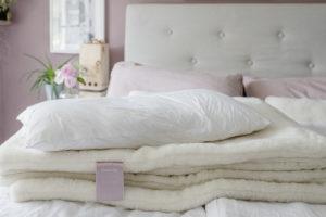 Bettdecke Relax von Mein Naturschlaf, Pomponetti